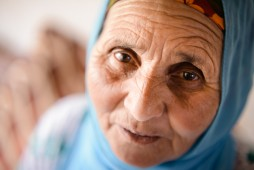 die Großmutter Aisha