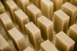 Seife wird mit den Resten der kerne gemacht.